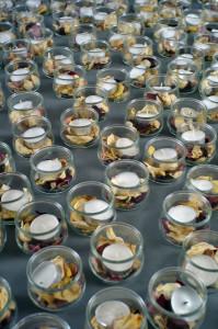 Teelichter, mit Rosenblüten